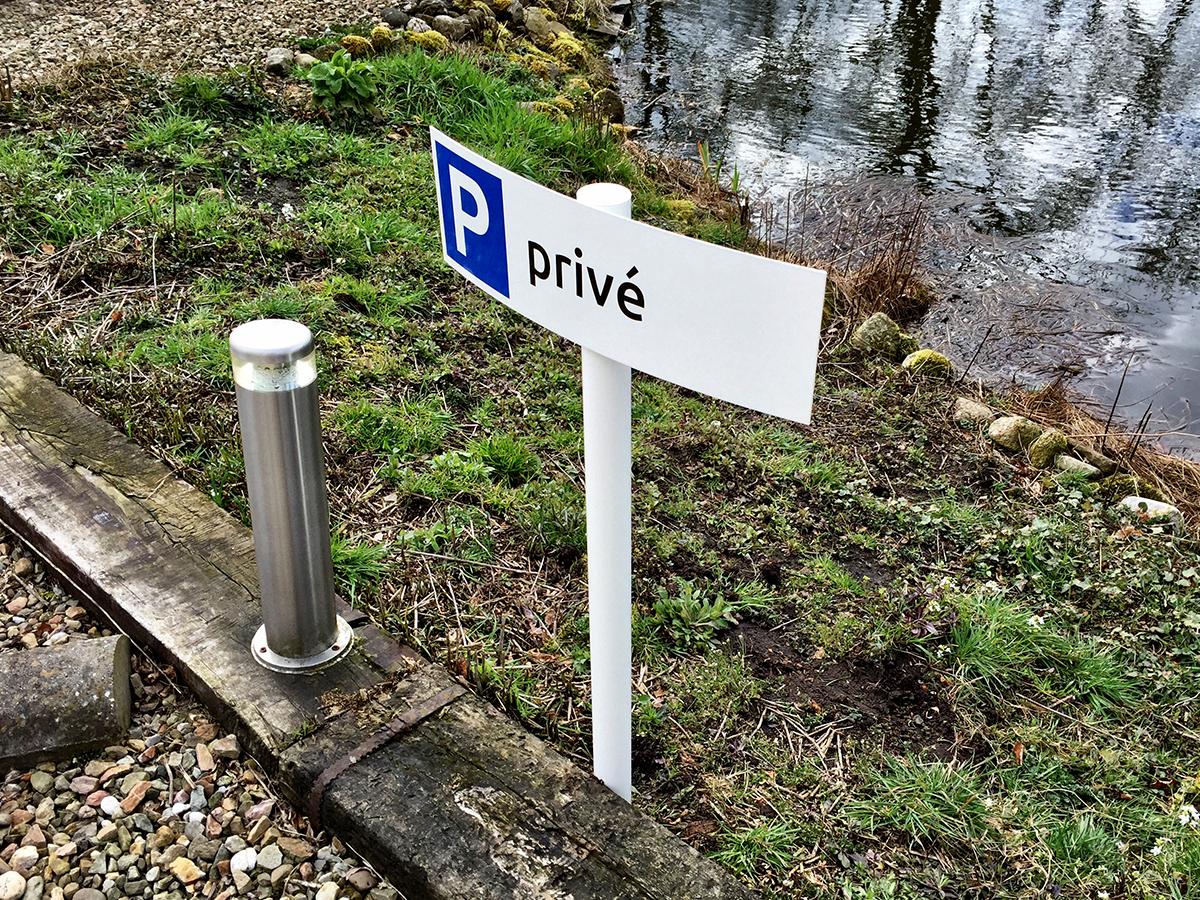 reclame parkeerbord met paal foveo nij beets friesland