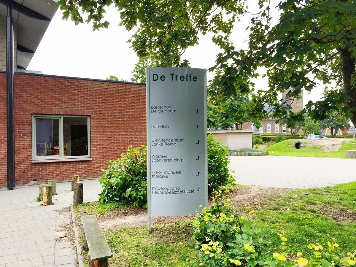 reclamezuil-aanpassen-belettering-reclame-basisschool-de-meiboom-warns-friesland