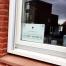 dibond-bordje-logo-zuignap-binnenzijde-raam-kraamzorg-jitske-verweij