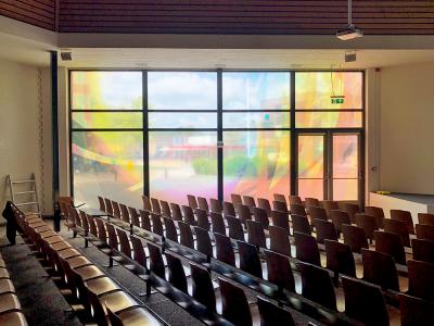 folie-belettering-transparant-met-full-color-opdruk-kunst-ramen-kerk-hoeksteen-drachten-friesland